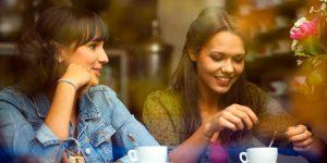Chicas tomando cafe en un bar - Cafe Fanessi